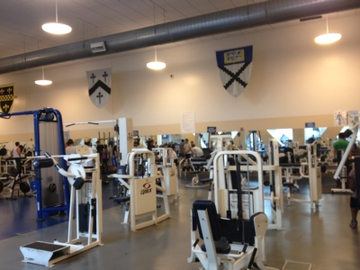 Yale's gym is so well-equipped and it is said to be the biggest one among American universities. Instructors said that the gym seemed to be always under construction and furnishment. We always went there to work out.