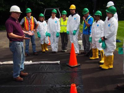 Controlling an oil spill